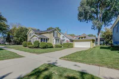 Dodge County Single Family Home For Sale: 218 4th St