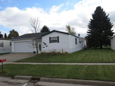 Dodge County Single Family Home For Sale: 721 Maple View Dr