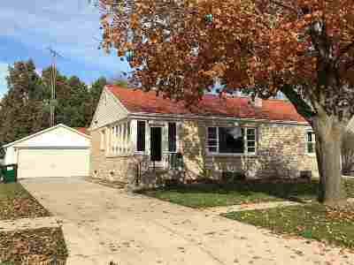 Dodge County Single Family Home For Sale: 233 Pierce St