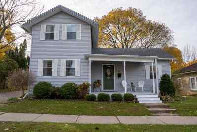 Stoughton Single Family Home For Sale: 211 North St