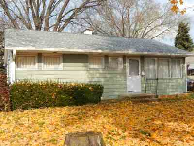 Beloit Single Family Home For Sale: 1631 Campus Dr