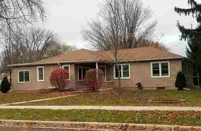Columbia County Single Family Home For Sale: 211 W Lyons St