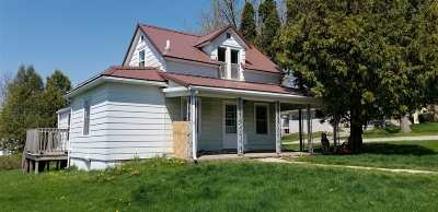 Lancaster WI Single Family Home For Sale: $89,900