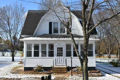 Columbia County Single Family Home For Sale: 516 Volk St