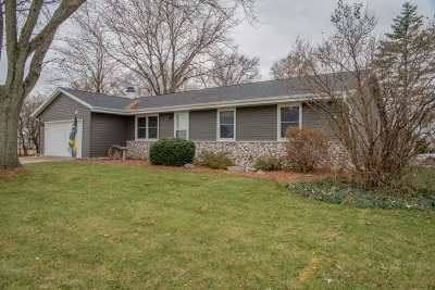 Janesville Single Family Home For Sale: 2304 S Oakhill Ave