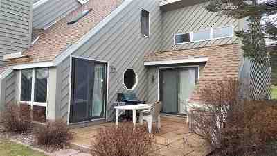 Wisconsin Dells Condo/Townhouse For Sale: 874 Xanadu Rd Highland 9 #HGHLD 9