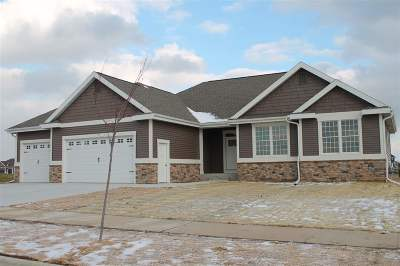 Waunakee Single Family Home For Sale: 808 Ronald Overlook