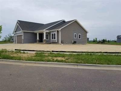 Deerfield WI Single Family Home For Sale: $485,000