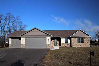 Beloit Single Family Home For Sale: 463 Bay Dr