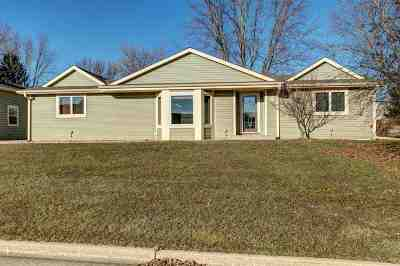 Dodge County Single Family Home For Sale: 414 Colby Cir