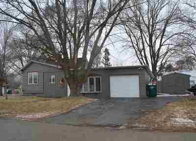 Dodge County Single Family Home For Sale: 900 Wilcox St