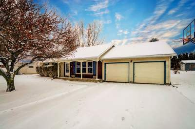 Stoughton Single Family Home For Sale: 1724 Lincoln Ave