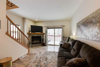 Sun Prairie Condo/Townhouse For Sale: 572 N Westmount Dr