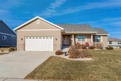 Sun Prairie Single Family Home For Sale: 1332 Heritage Ln