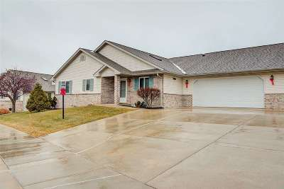 Waunakee Condo/Townhouse For Sale: 32 Fairview Tr