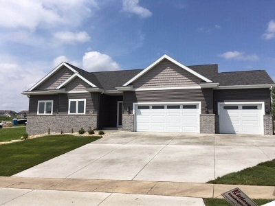 Mount Horeb Single Family Home For Sale: 304 Lillehammer Ln