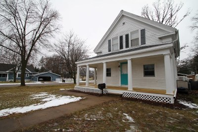 Prairie Du Sac WI Single Family Home For Sale: $199,900
