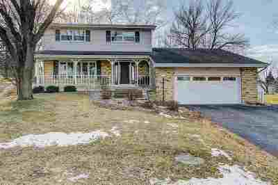 Waunakee Single Family Home For Sale: 102 Canterbury Ct