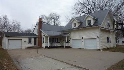 Cassville Single Family Home For Sale: 112 W Bluff St