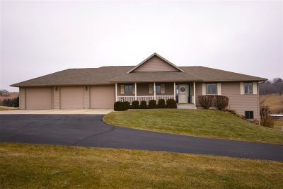 Iowa County Single Family Home For Sale: 669 Moscow Rd