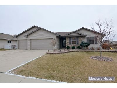 Milton Single Family Home For Sale: 4645 Overlook Dr