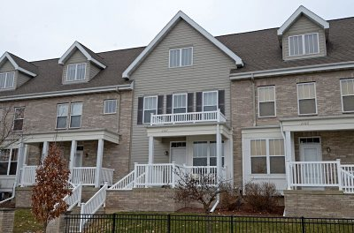 Fitchburg Condo/Townhouse For Sale: 2767 Crinkle Root Dr