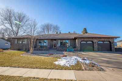 Waunakee Single Family Home For Sale: 1001 S Holiday Dr