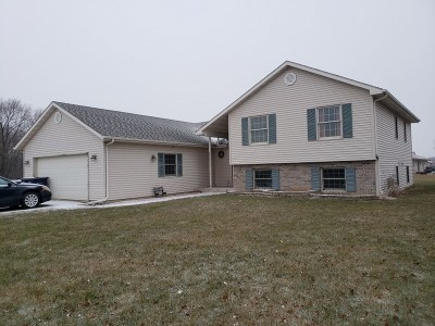 Janesville Single Family Home For Sale: 2748 Omaha Dr