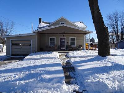 Iowa County Single Family Home For Sale: 1020 Center St