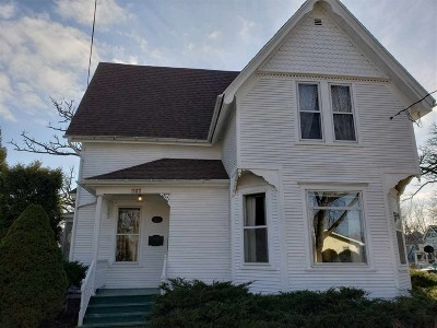 Stoughton WI Single Family Home For Sale: $249,700