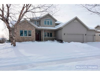 Waunakee Single Family Home For Sale: 809 N Meadowbrook Ln
