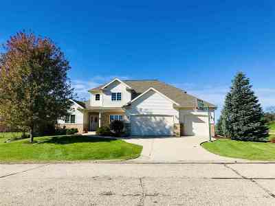 Middleton Single Family Home For Sale: 4861 Highwood Cir