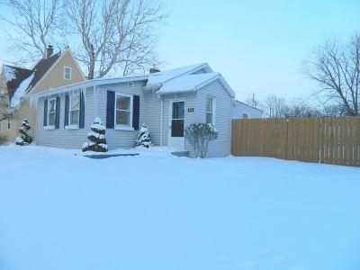 Janesville Single Family Home For Sale: 324 N Oakhill Ave