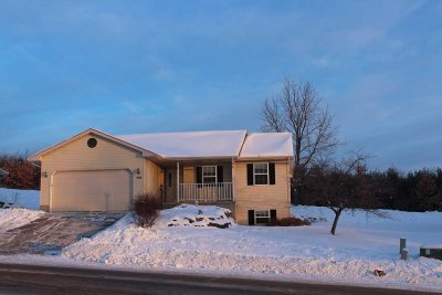 Baraboo WI Single Family Home For Sale: $194,900