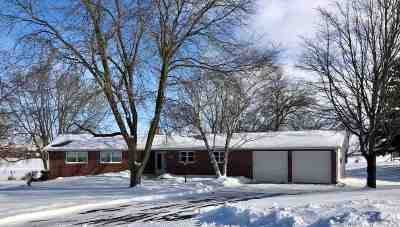 Waunakee Single Family Home For Sale: 7360 Clover Hill Dr