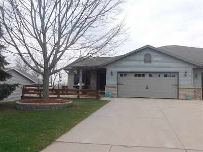Janesville Condo/Townhouse For Sale: 4213 Whitney St #1