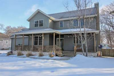 Cambridge Single Family Home For Sale: N4220 Woodcrest Ln