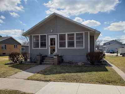 Cassville Single Family Home For Sale: 518 E Dewey St