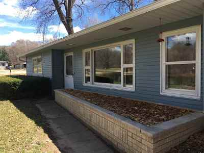 Sauk City WI Single Family Home For Sale: $189,900