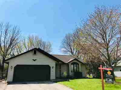 Deforest Single Family Home For Sale: 713 W Mohawk Tr