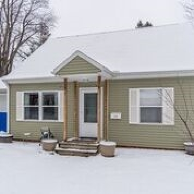 Baraboo WI Single Family Home For Sale: $159,900