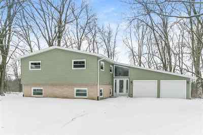 Waunakee Single Family Home For Sale: 5683 Harbort Rd