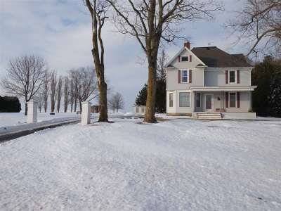 Lancaster WI Single Family Home For Sale: $198,000