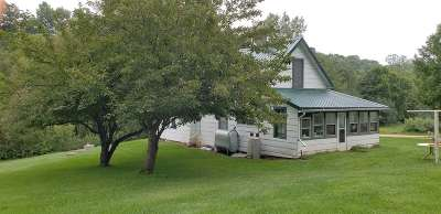 Richland Center Single Family Home For Sale: 16384 Sneath Dr