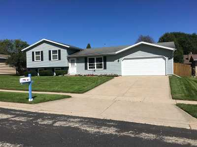 Waunakee Single Family Home For Sale: 903 Centennial Pky