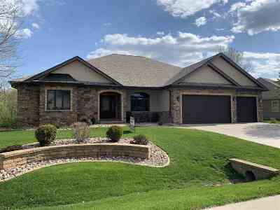 Deforest Single Family Home For Sale: 815 Woods Glen Ct