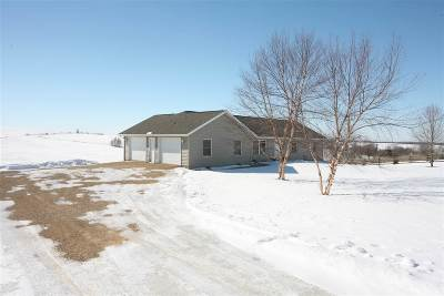 Cuba City Single Family Home For Sale: 2657 Clay Hollow Rd