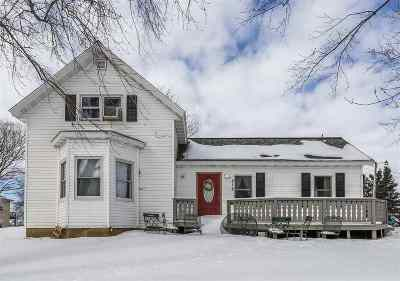 Baraboo WI Single Family Home For Sale: $145,900