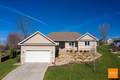 Mount Horeb Single Family Home For Sale: 1504 Three Wood Dr