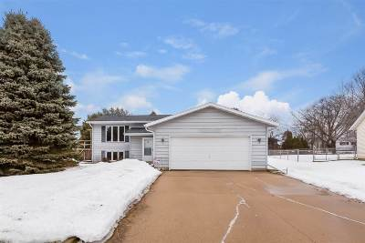 Dane County Single Family Home For Sale: 106 Sleepy Hollow Ln